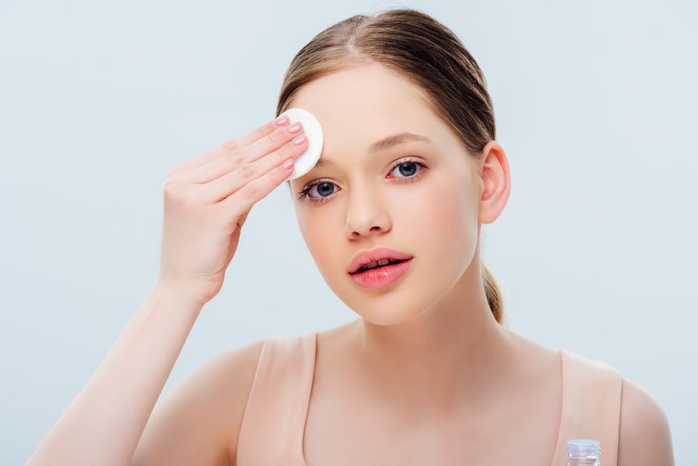 טיפוח עור הפנים לנערות